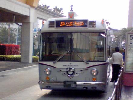100504resortbus1